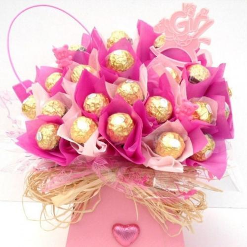 Its-A-Girl-Candy-Bouquet-Gift-basket-0