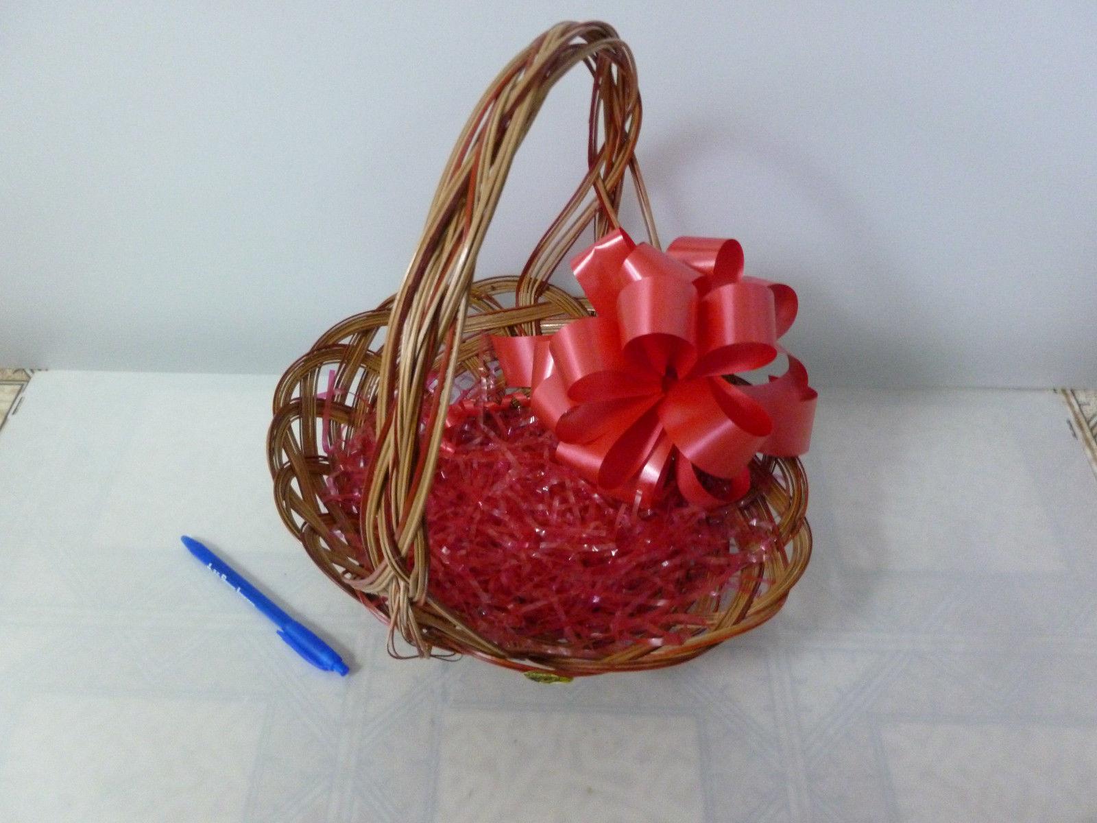 Empty Wicker Picnic Hamper New born Christmas Gift Hampers Shop Retail Display
